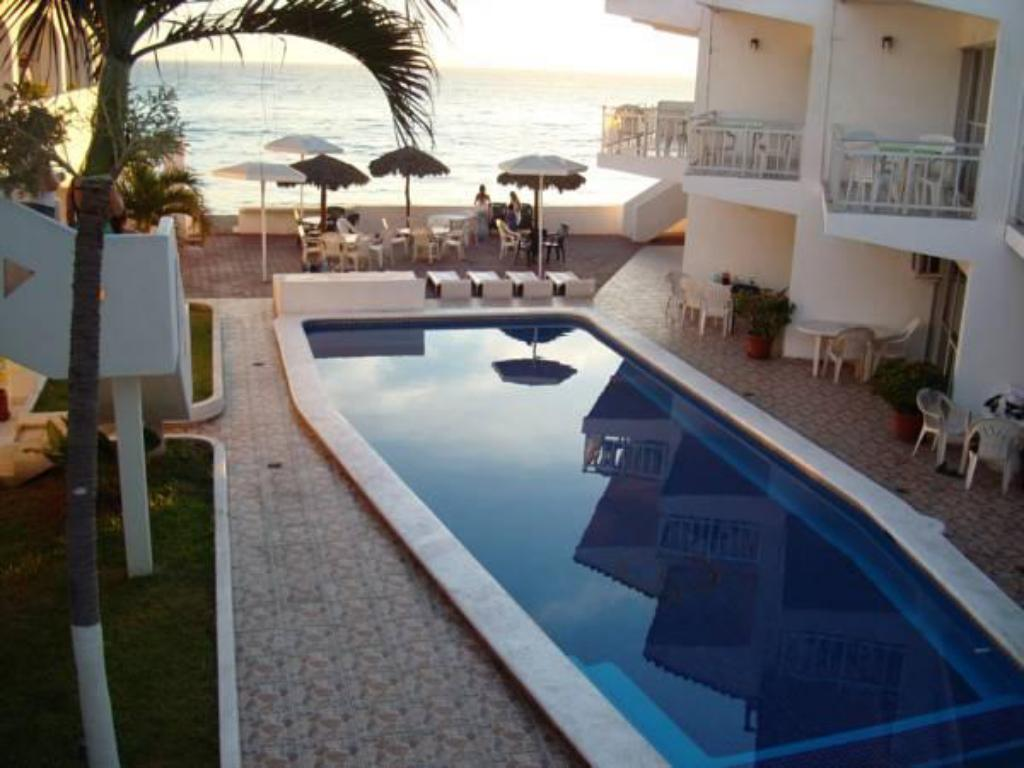 Swimming pool Hotel y Suites Santa Cecilia