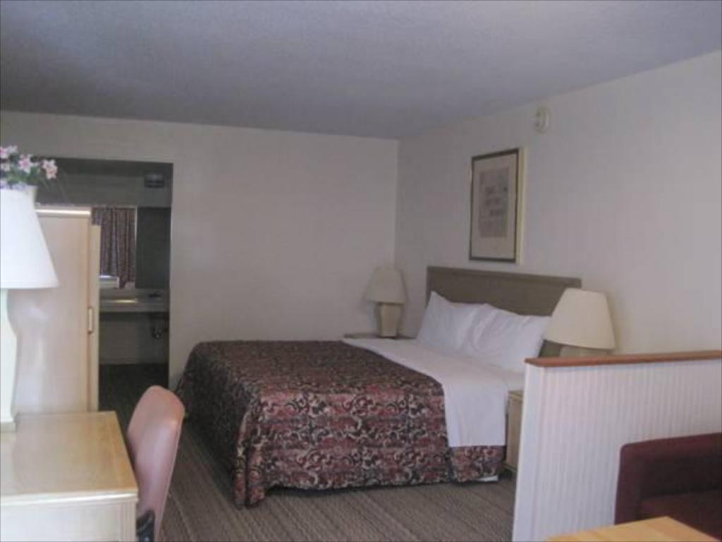 King Room Scottish Inn and Suites Merkel