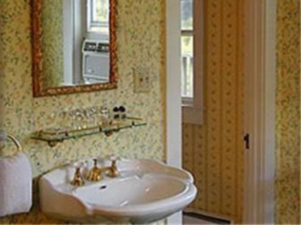 Bathroom The Trumbull House Bed and Breakfast