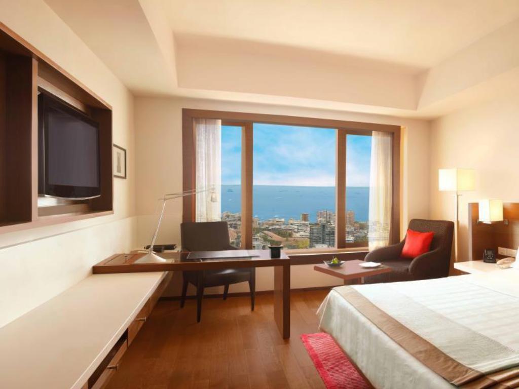 Premier Ocean View Guestroom Trident Nariman Point Mumbai Hotel