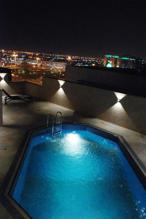 Swimming pool Burj Al Hayat Furnished Suites - Al Olaya