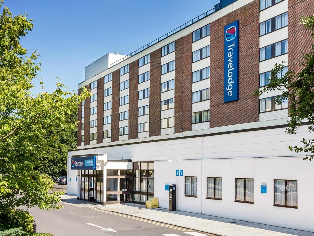 gatwick hotels with free airport shuttle