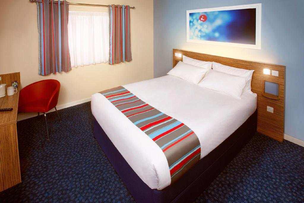 Double Room - Bedroom Travelodge Aberdeen Central
