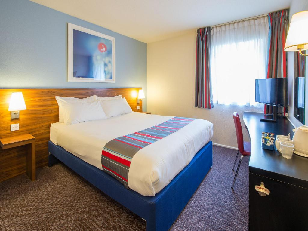 Double Room - Bedroom Travelodge Manchester Sportcity