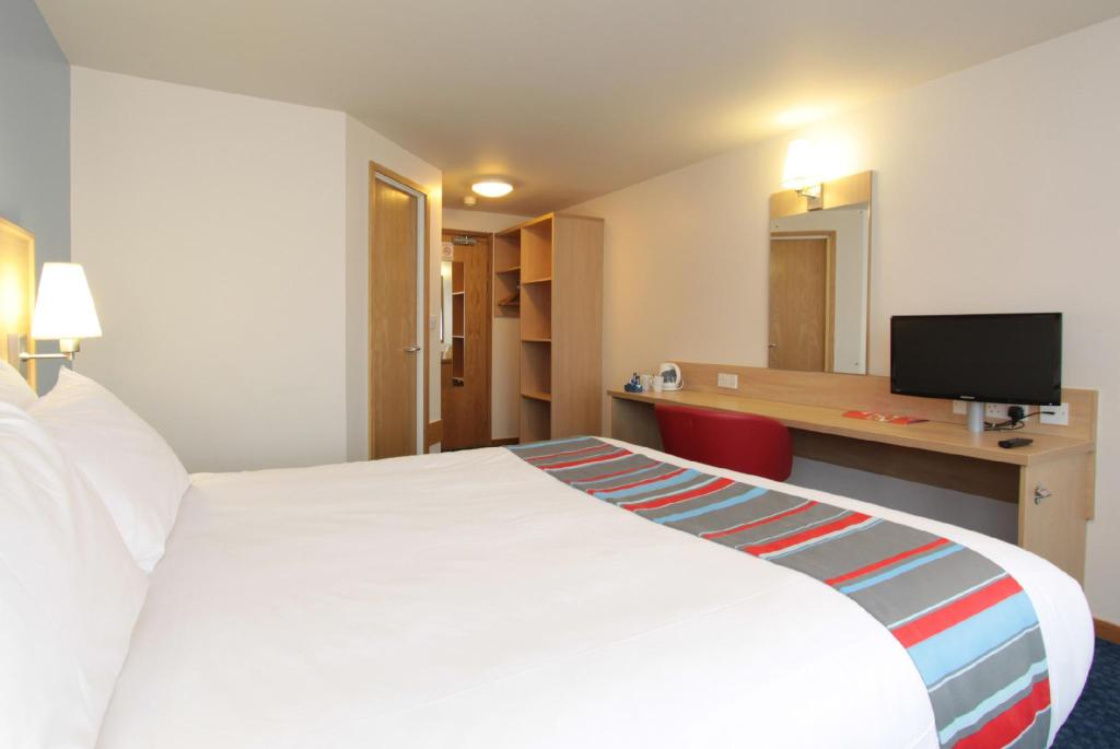 Double Room - Bedroom Travelodge Manchester Birch M62 Eastbound