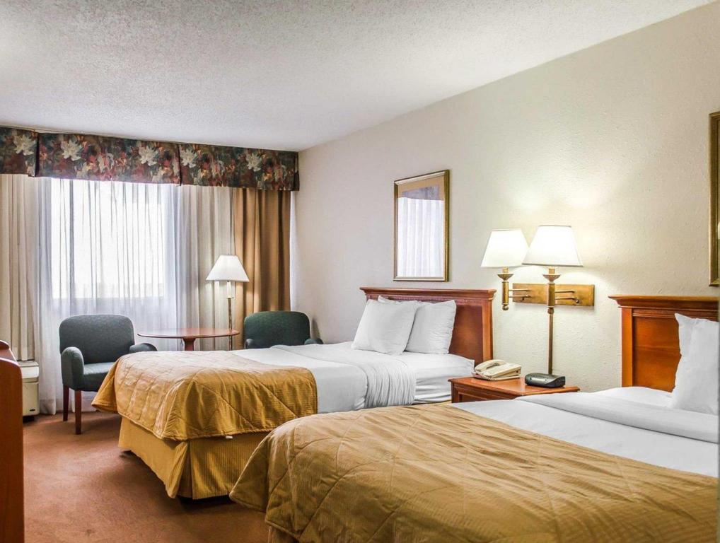 2 Double Beds - Guestroom Norwood Inn Hudson