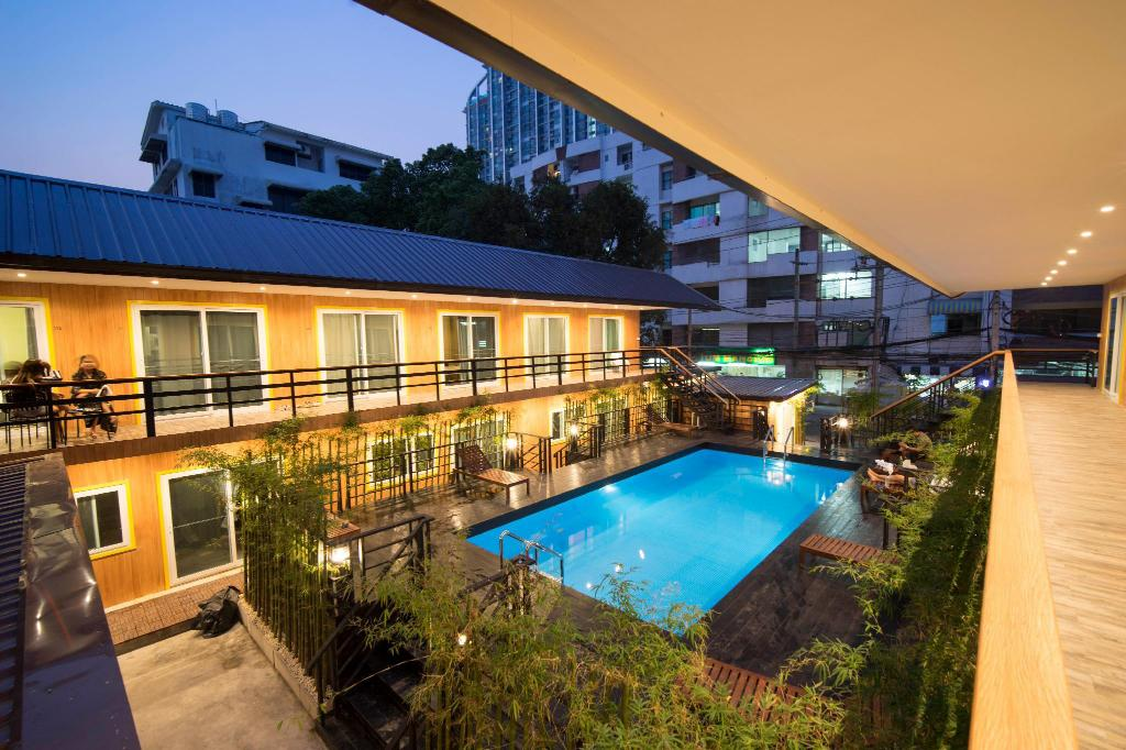 More about Resort M - MRT Huai Khwang
