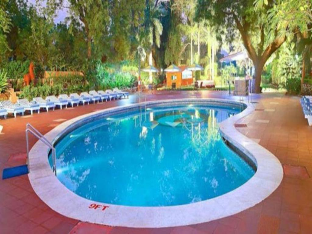 Swimming pool [outdoor] Hotel Clarks Shiraz Agra