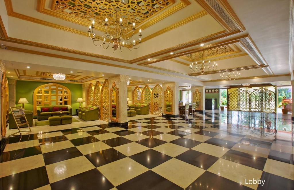 Hotel Clarks Shiraz Agra in India - Room Deals, Photos