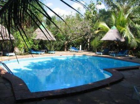 Swimming pool Diani Star Beds