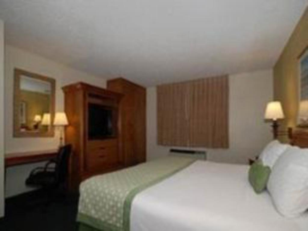 Pat king-size Ramada Foothills Inn & Suites