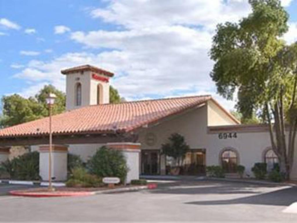رمادا فوت هليز إن آند سويتس (Ramada Foothills Inn Suites)