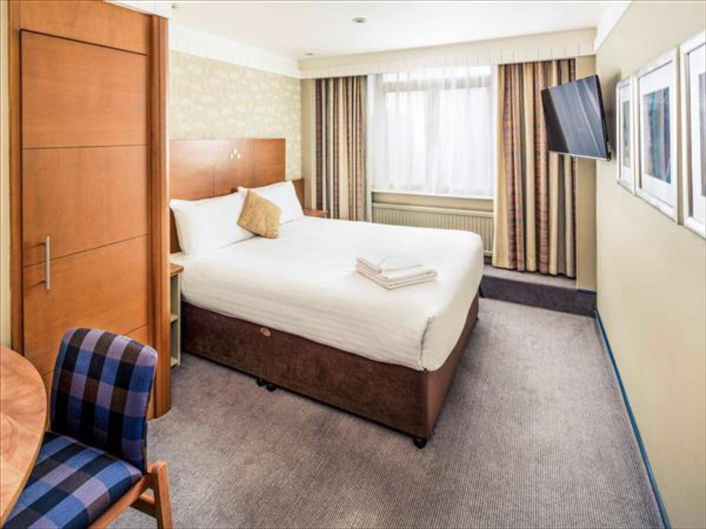Classic Double - Guestroom Mercure Maidstone Great Danes Hotel