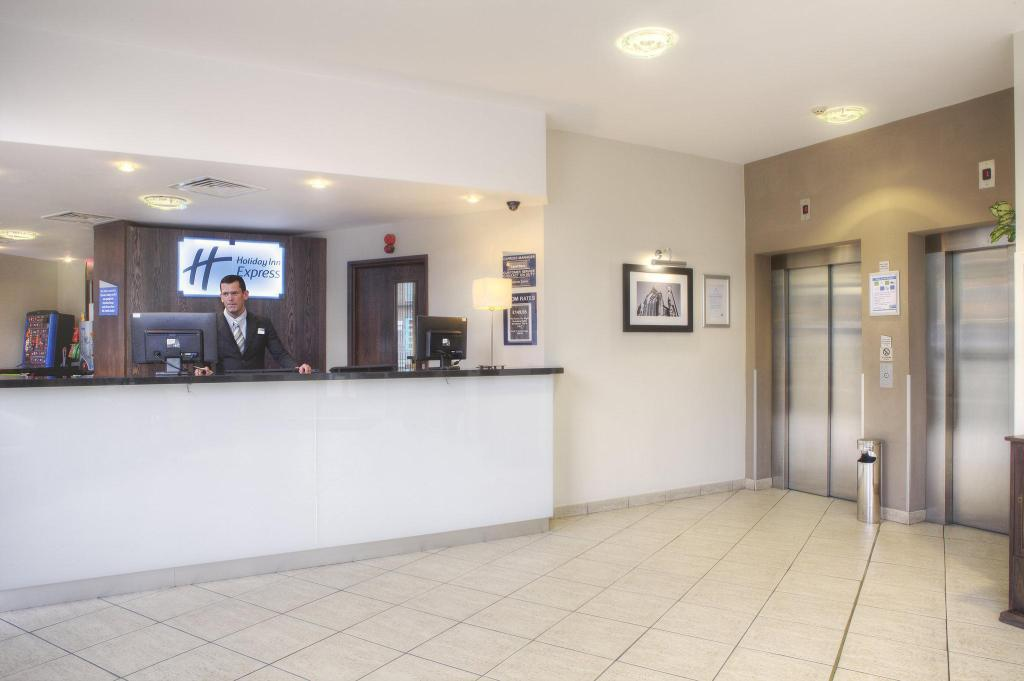 Vestíbulo Holiday Inn Express - Glasgow - City Ctr Theatreland