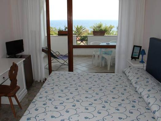 Doppel- oder Zweibettzimmer mit Meerblick (Double or Twin Room with Sea View)