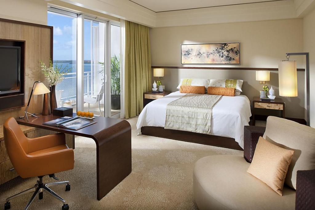 Superior King Accessible Mandarin Oriental Miami