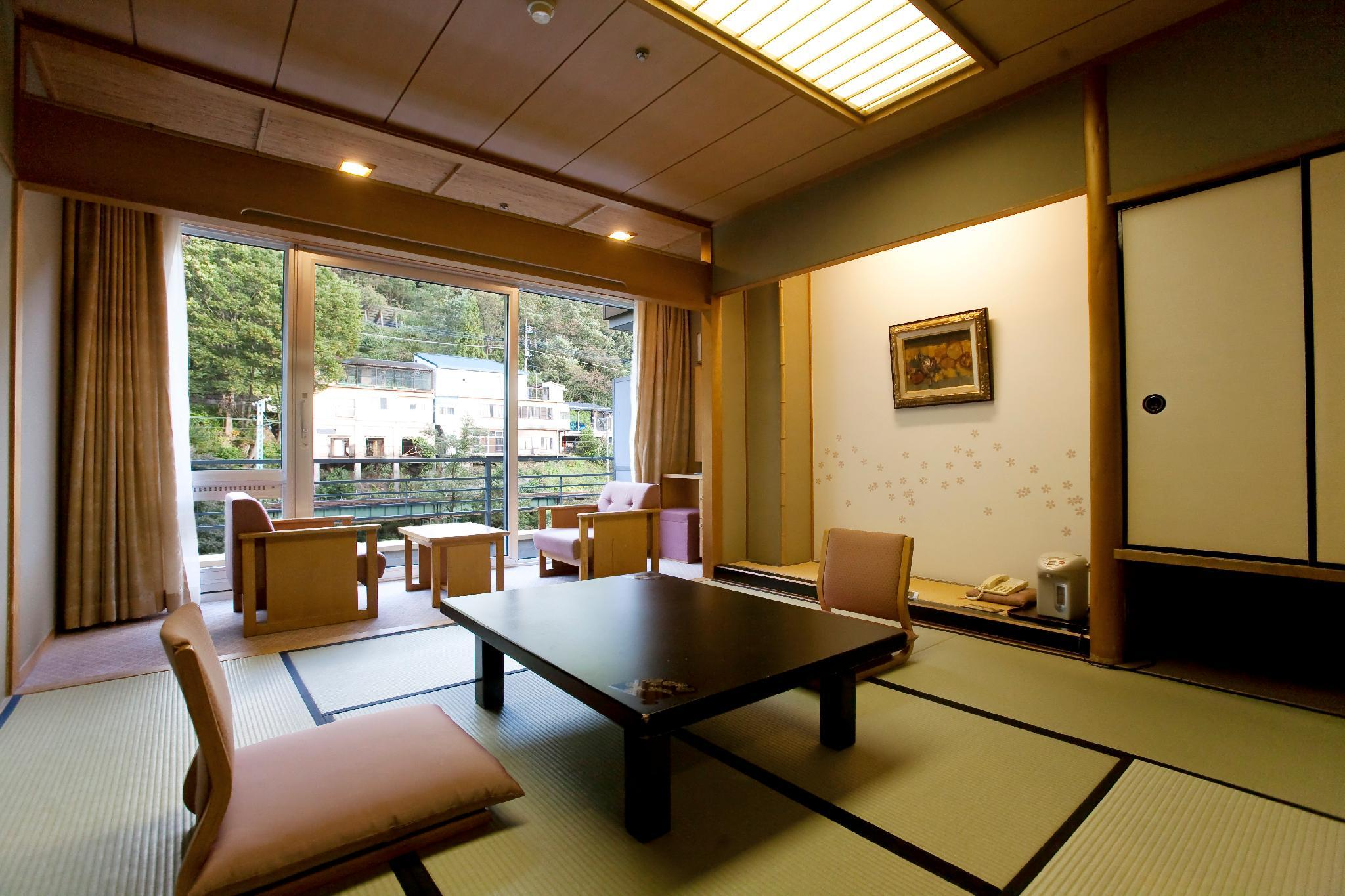 Rom i japansk stil for 4 personer (Japanese Style Room for 4 People)