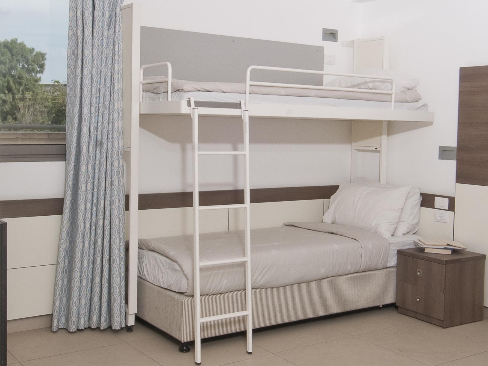 Einzelbett in Frauen Schlafsaal (Single Bed in Female Dormitory Room)