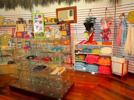 Shops Blackbird Caye Resort