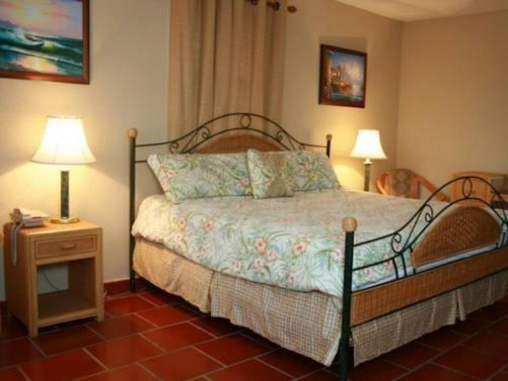 King Room - Bed Western Bay Boqueron Beach Hotel