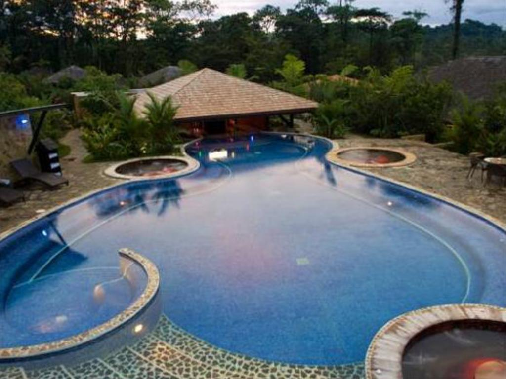 Swimming pool Rio Celeste Hideaway Resort