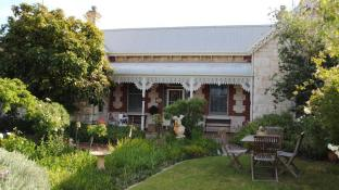 Eastcliff Cottage Bed & Breakfast