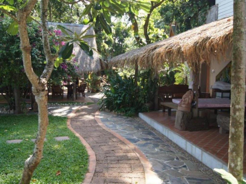 Mut Mee Garden Guest House in Nongkhai - Room Deals, Photos