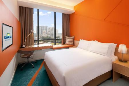 1 Queen Bed Standard Room, Non-Smoking Days Hotel by Wyndham Singapore At Zhongshan Park