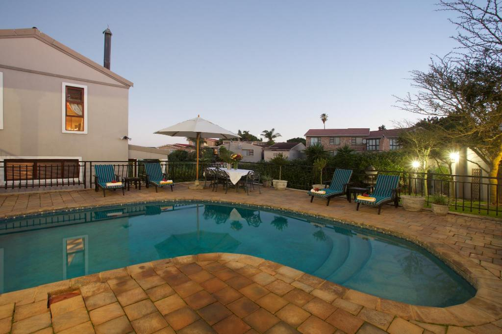 Swimming pool [outdoor] Sea Whisper Guest House & Self Catering
