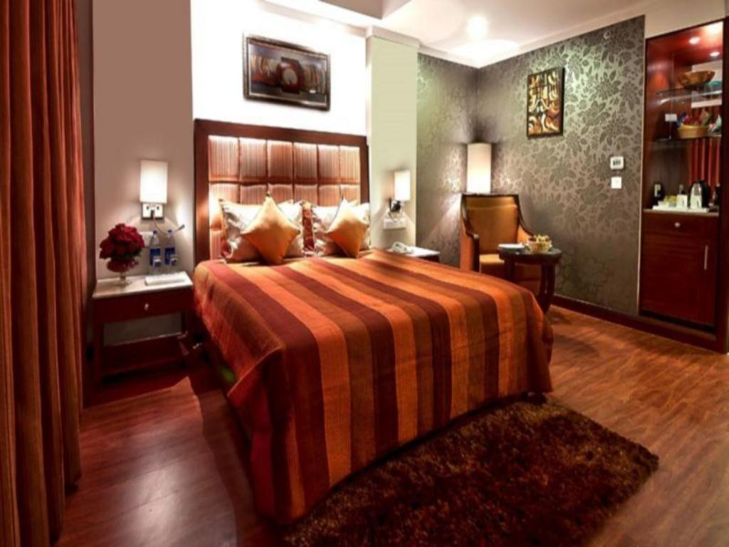 New Years Eve Room - Guestroom Golden Plaza Hotel