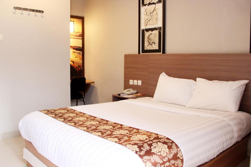 Superior Room - Bedroom Front One Resort Wisma Aji Yogyakarta