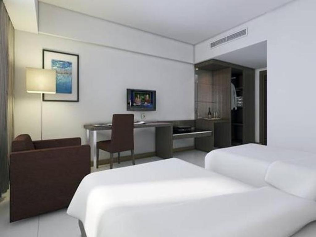 Superior Room King Hotel Santika Palu