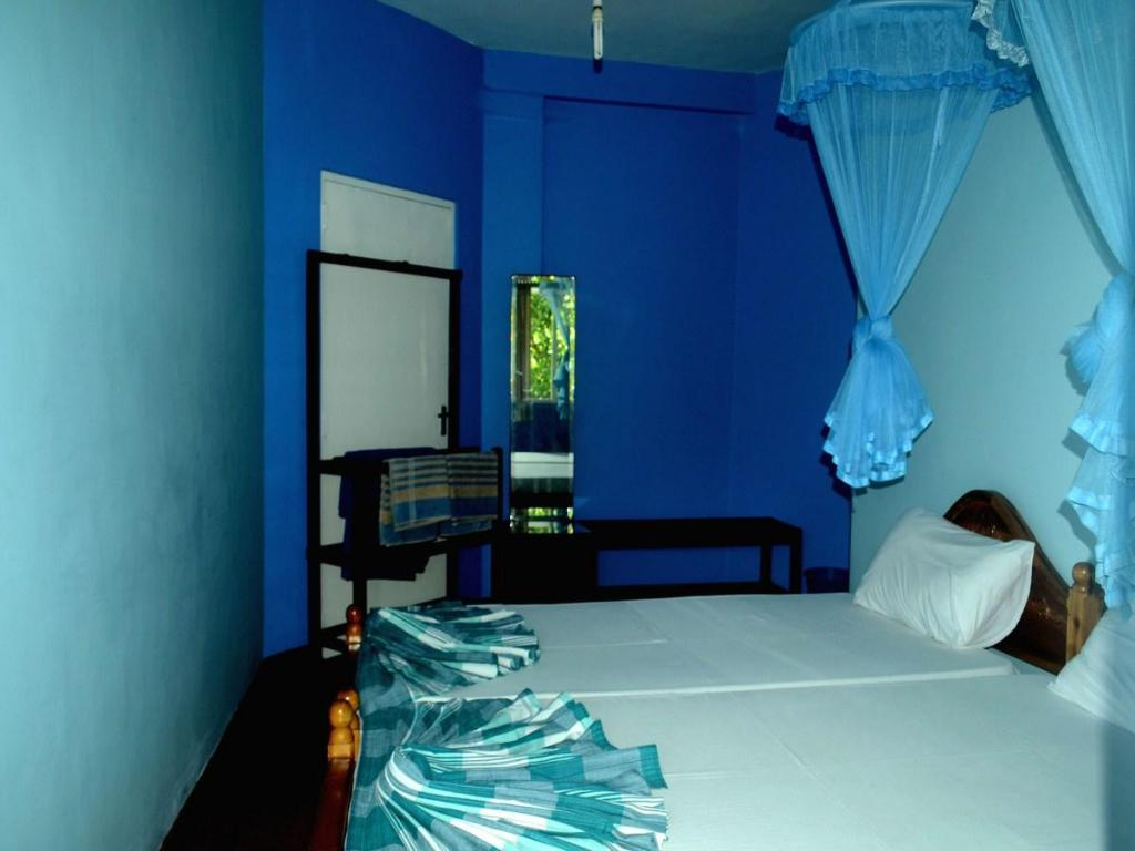 Standard Double Room with Fan - Bed Blue Haven Guest House
