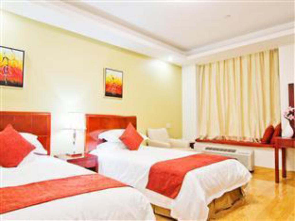 Deluxe Double Bed - Guestroom Asiatic Hotel by LaGuardia Airport