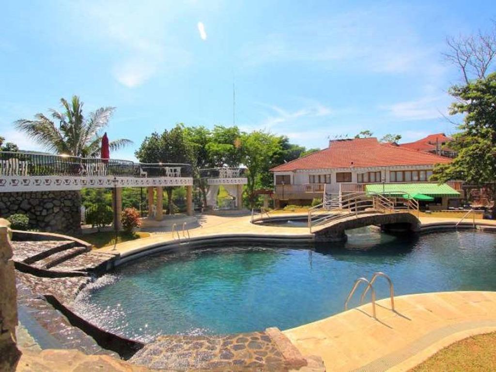 Sol Y Viento Mountain Hot Springs Resort in Laguna - Room
