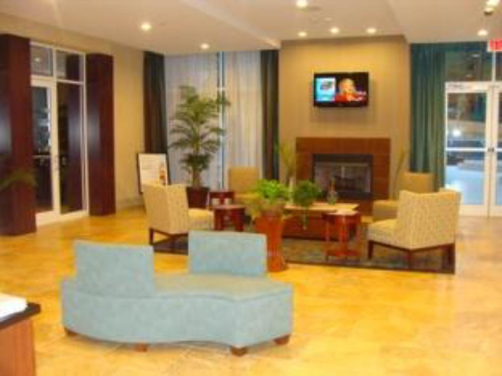 Lobby Holiday Inn & Suites Dothan