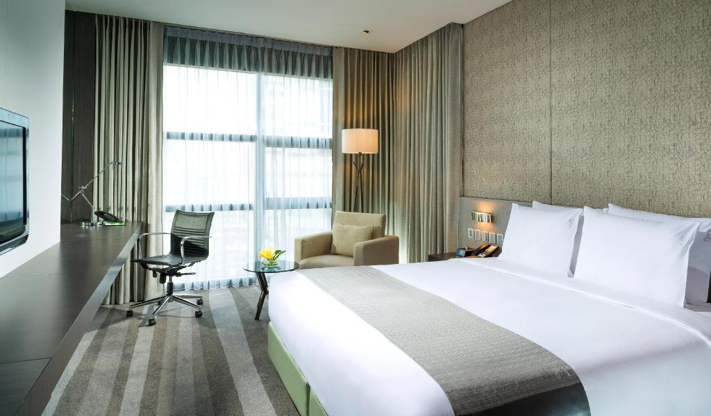 1 King Deluxe Non-smoking - Bed Holiday Inn Bangkok Sukhumvit