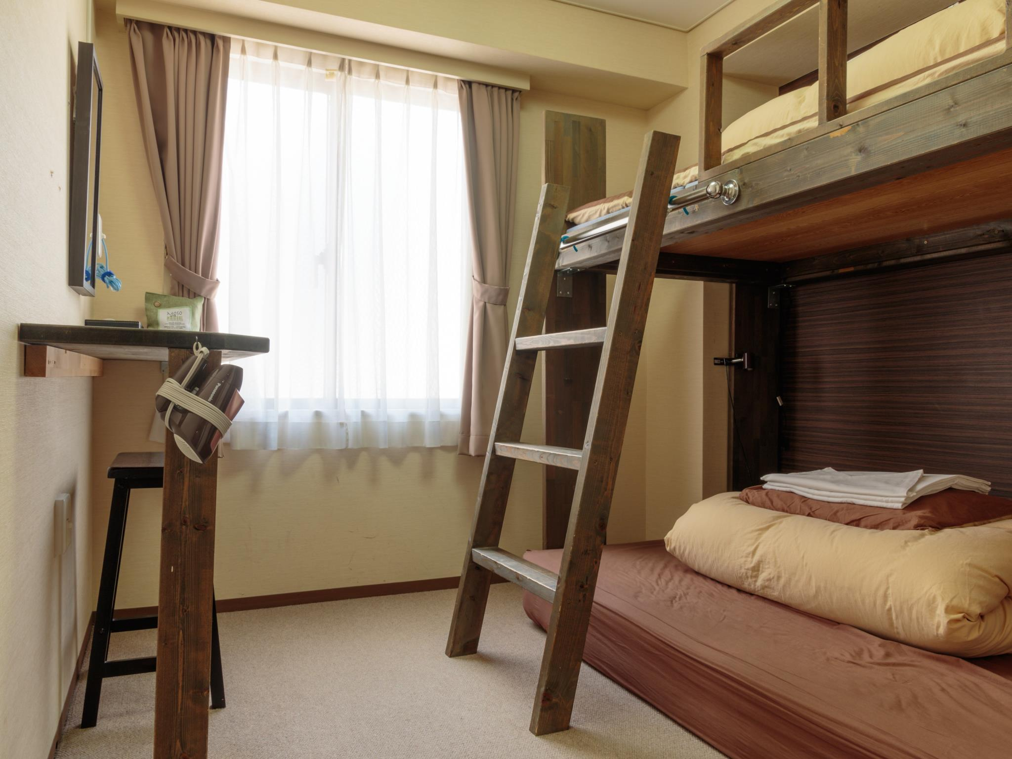 客房(上下舖床) (Twin Room with Bunk Bed)