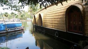 Royal Life Houseboat