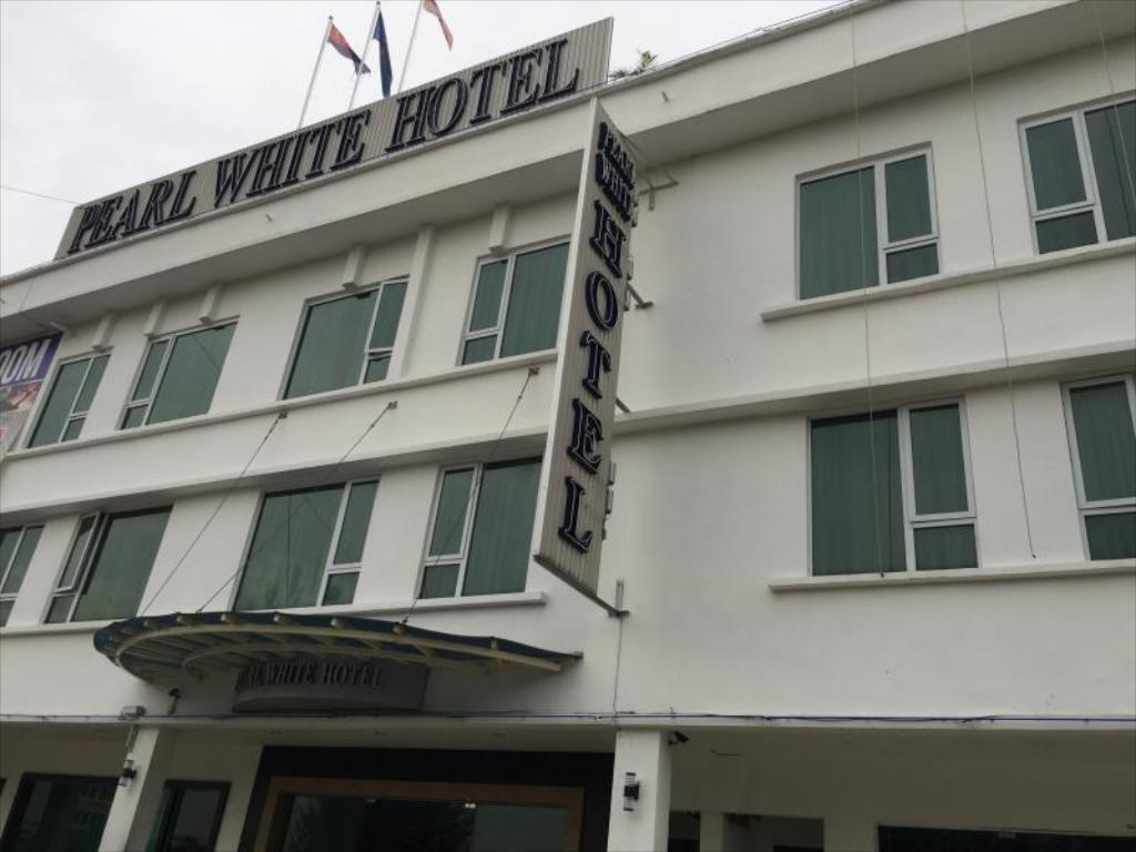 More about Pearl White Hotel