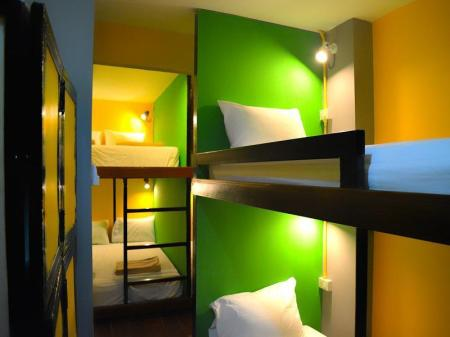 1 Person in 16-Bed Dormitory - Mixed Baan Talay Guesthouse