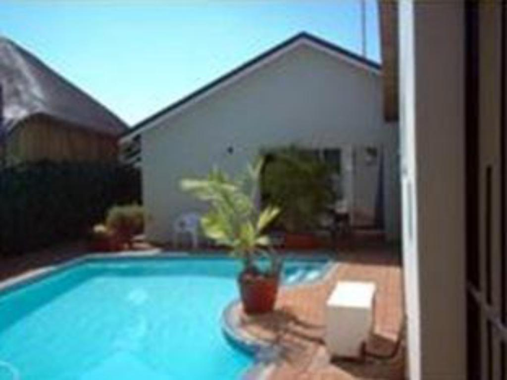 Swimming pool Bezuidenhout Guest House
