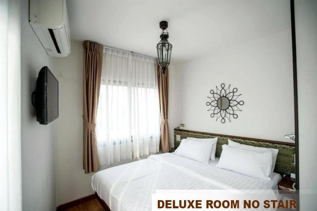 Deluxe Double Bed - Bedroom