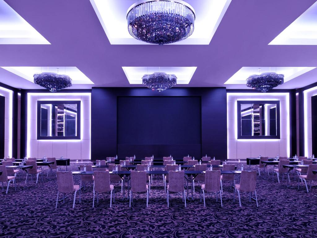 Best price on jw marriott marquis dubai hotel in dubai for Dubai hotel reviews