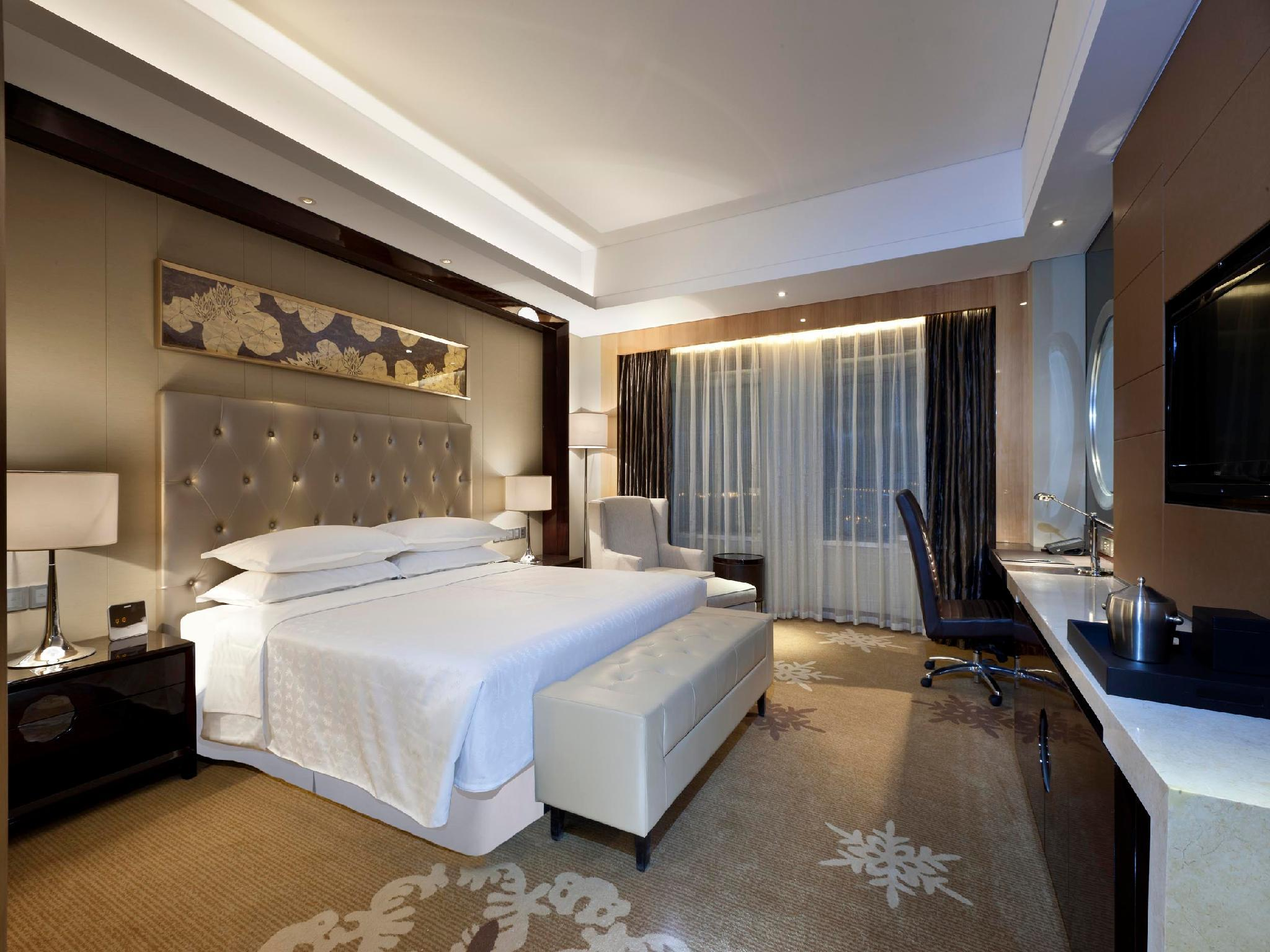 Grand Deluxe, Guest room, 1 King, City view