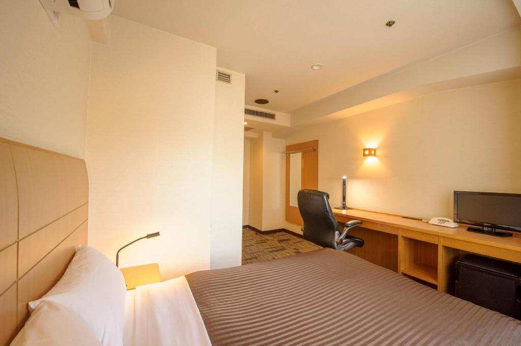 Small Double Room Non-Smoking - Room plan Court Hotel Kyoto Shijo
