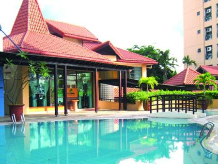 Swimming pool [outdoor] Verwood Hotel and Serviced Residence