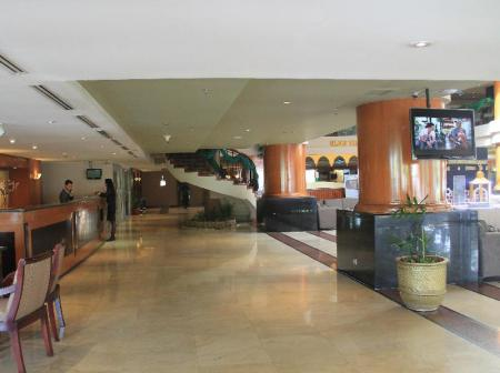 Lobi Verwood Hotel and Serviced Residence