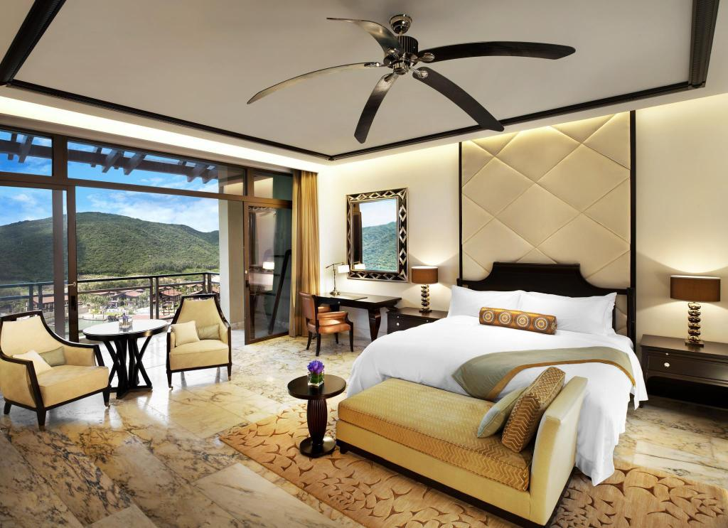 Mountain View Room - View The St. Regis Sanya Yalong Bay Resort
