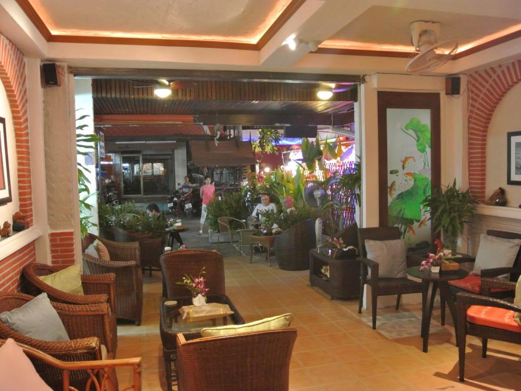 Karonsunshine Guesthouse & Bar (Karon Sunshine Guesthouse & Bar)